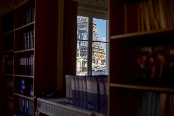 photo du cabinet avec vue sur la tour eiffel